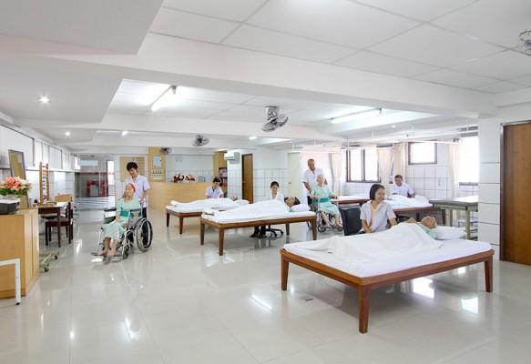ผู้สูงอายุที่ต้องการกายภาพบำบัด / พักฟื้นหลังผ่าตัด