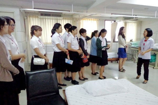 Students from Faculty of Physical Therapy, Mahidol University takes a study tour at Golden Years Hospital.